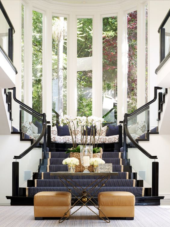 Stunning classic grand foyer console table designs for Classic foyer design