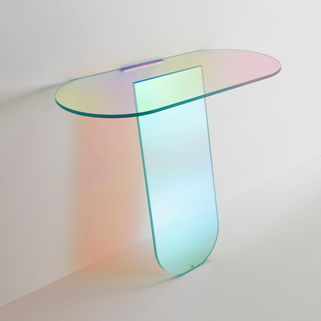 Patricia-Urquiola-Shimmer-console-Glas-Italia_dezeen_1 translucent console table Hot Trend: 7 Translucent Console Tables Patricia Urquiola Shimmer console Glas Italia dezeen 1