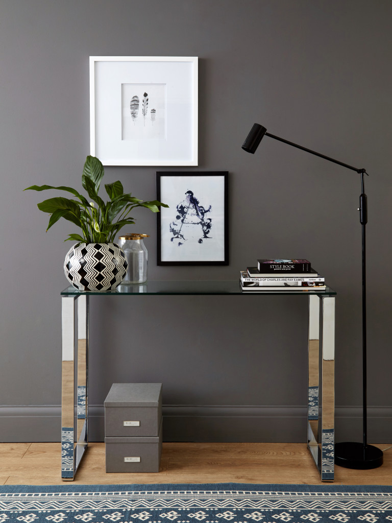 stalas console table How To Decorate Your Home With a Glass Console Table Tiva Console Table Grey 02 768x1024