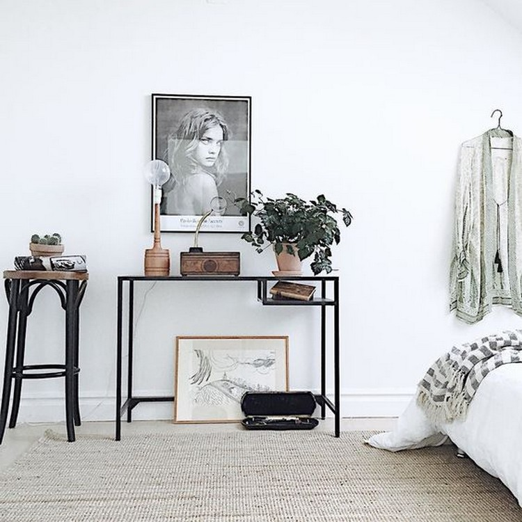 Amazing Console Tables For Your Bedroom Decor