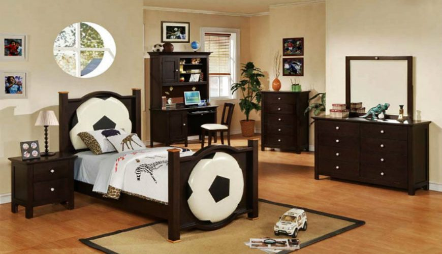 football-monochrome-and-darkwood-boys-room