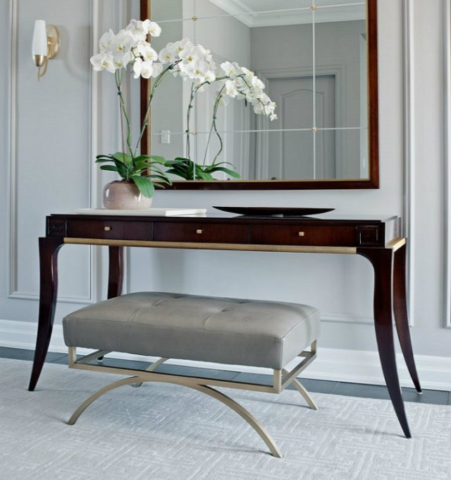 console table Console Table The simplicity of a Modern Console Table 7 Top 20 Console Tables for a Modern Entryway 605x680