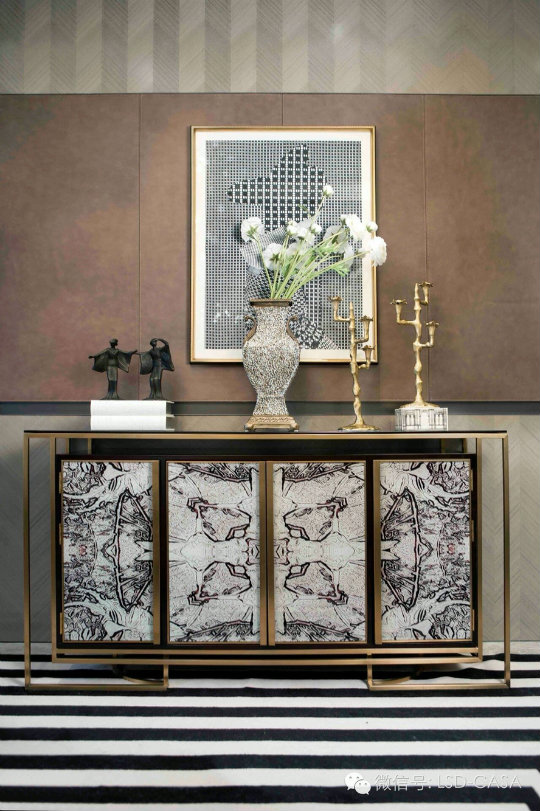 console table Console Tables Luxury Lighting for Stunning Modern Console Tables fdb2463a6f5367080e55b9733ec894d9