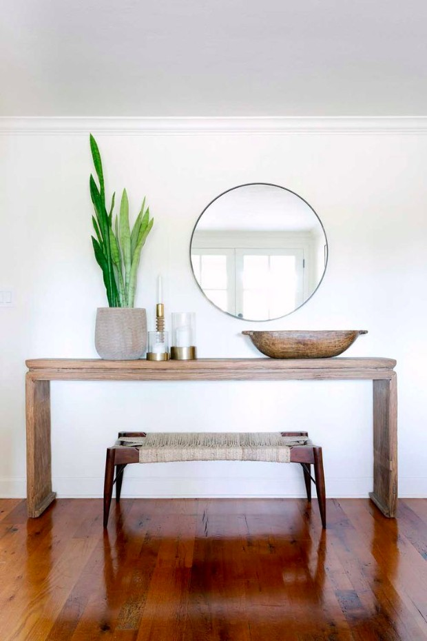 minimalist Minimalist Interior Designs with Striking Console Tables 7dc22d8d2d5cbe604c406f38dba84370