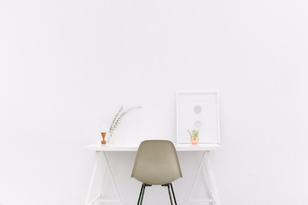 minimalist Minimalist Interior Designs with Striking Console Tables Jaunuolio stalas