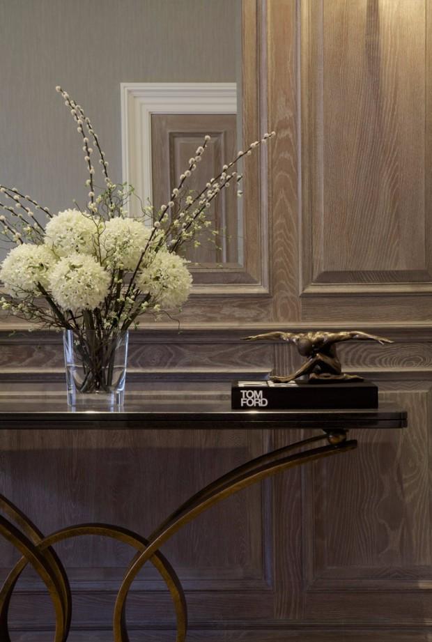 flower arrangements Eye-Catching Flower Arrangements for your Console 12