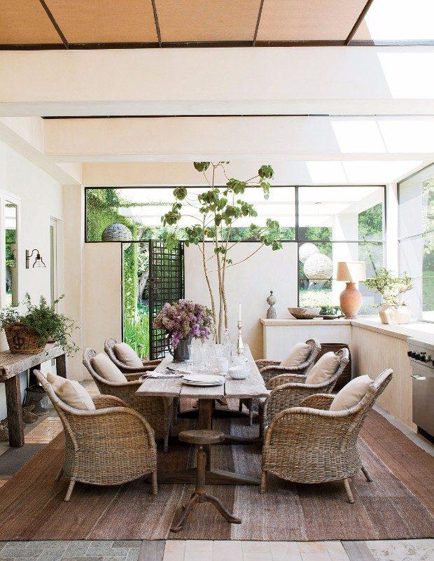 ellen degeneres Celebrity Homes: Ellen DeGeneres Console Table Designs fe494ddaa7daec217d10b18f90b967f9 e1496824337654
