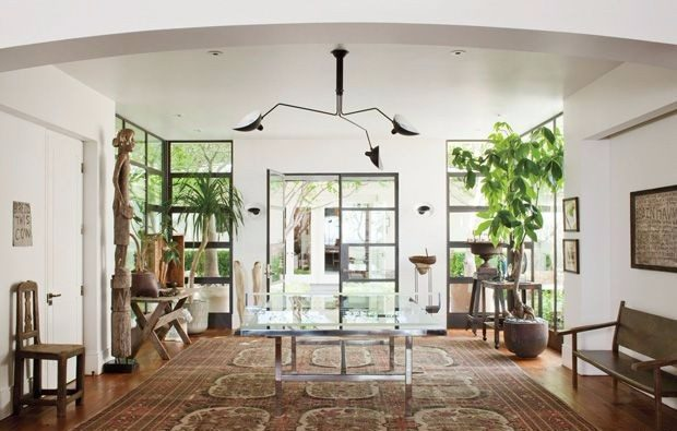 ellen degeneres Celebrity Homes: Ellen DeGeneres Console Table Designs omg aline 703200226 1317655673 e1496824759749