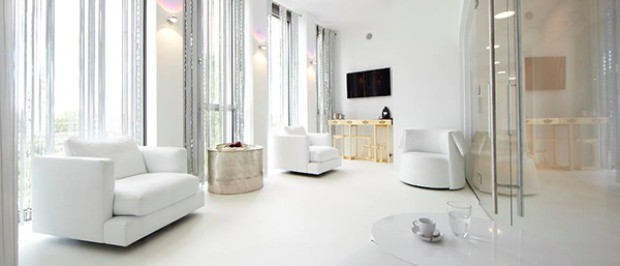 white interior design All in White Interior Design with Consoles All in White Interior Design with Consoles 01