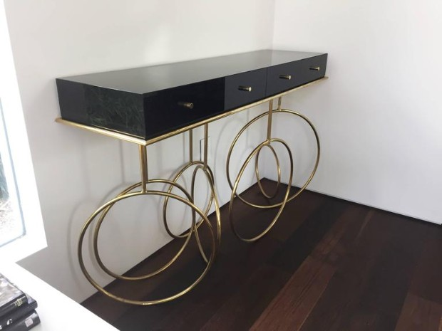 home décor Top 10 Brass Consoles for your Home Décor Top 10 Brass Consoles for your Home De  cor10