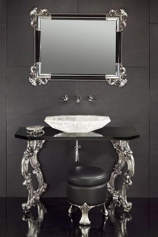 master bathroom Modern Console Tables for a Luxury Master Bathroom bee3a316c888b0bec6efad697f385353 luxury bathrooms consoles