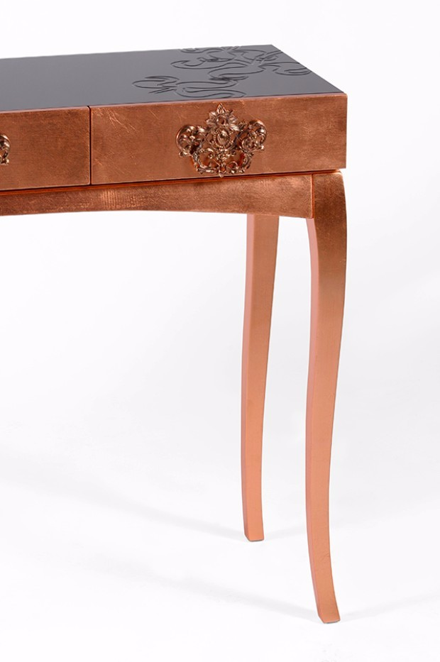 brass finish Editor's Pick: Brass Finish Console Tables trinity 04