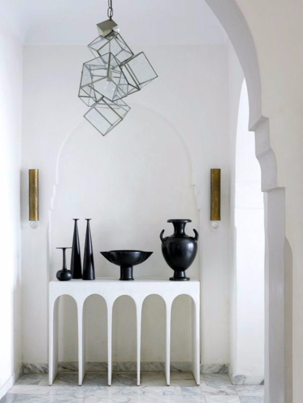 monochromatic console tables 10 Breathtaking Monochromatic Console Tables 10 Breathtaking Monochromatic Console Tables 4