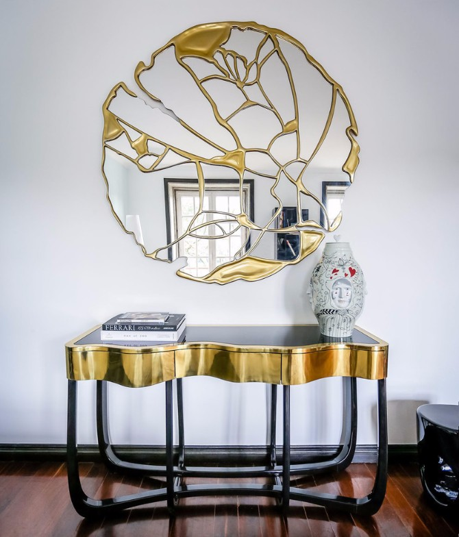 luxury home interiors The Most Expensive Consoles for Luxury Home Interiors sinuous boca do lobo