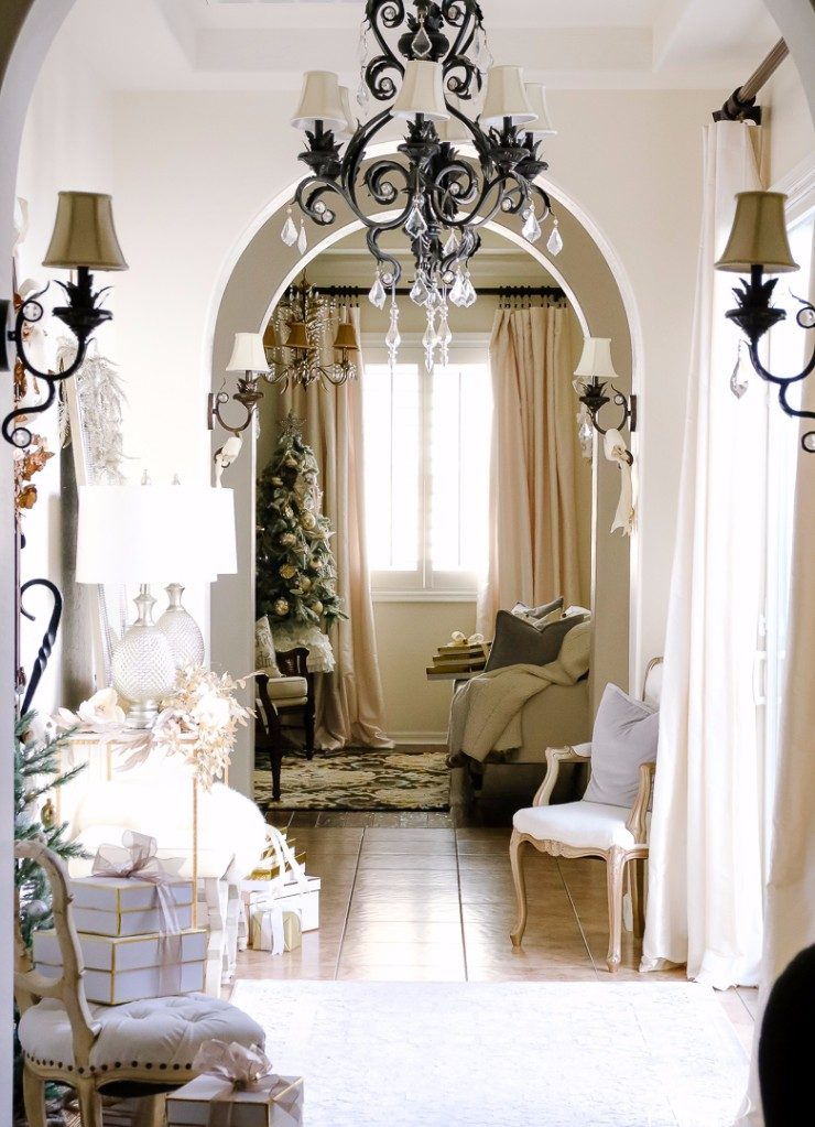 christmas season christmas season Perfect Entryway Décor for the Christmas Season Perfect Entryway De  cor for the Christmas Season6 e1512391409247