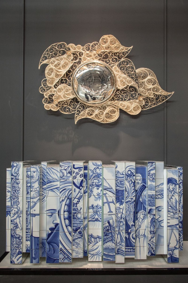 console table 9 Wall Mirrors to Match Your Console Table filigree