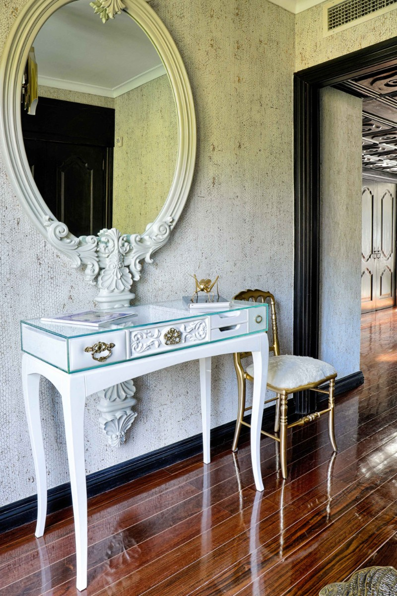 console table 9 Wall Mirrors to Match Your Console Table marie antoinette