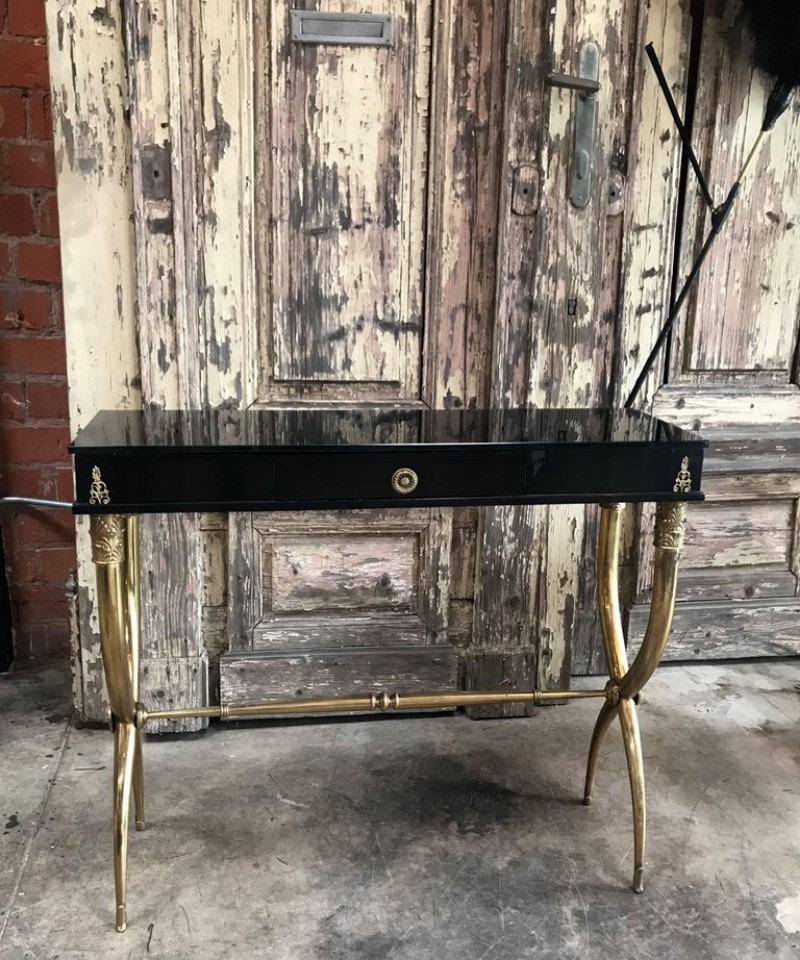 luxury console table Bring The Past To The Future With Luxury Console Tables Bring the past to the future with luxury console tables 1