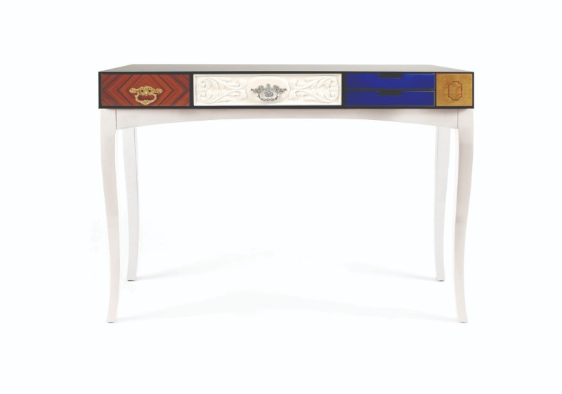 luxury console table Bring The Past To The Future With Luxury Console Tables Bring the past to the future with the best vintage console tables 2