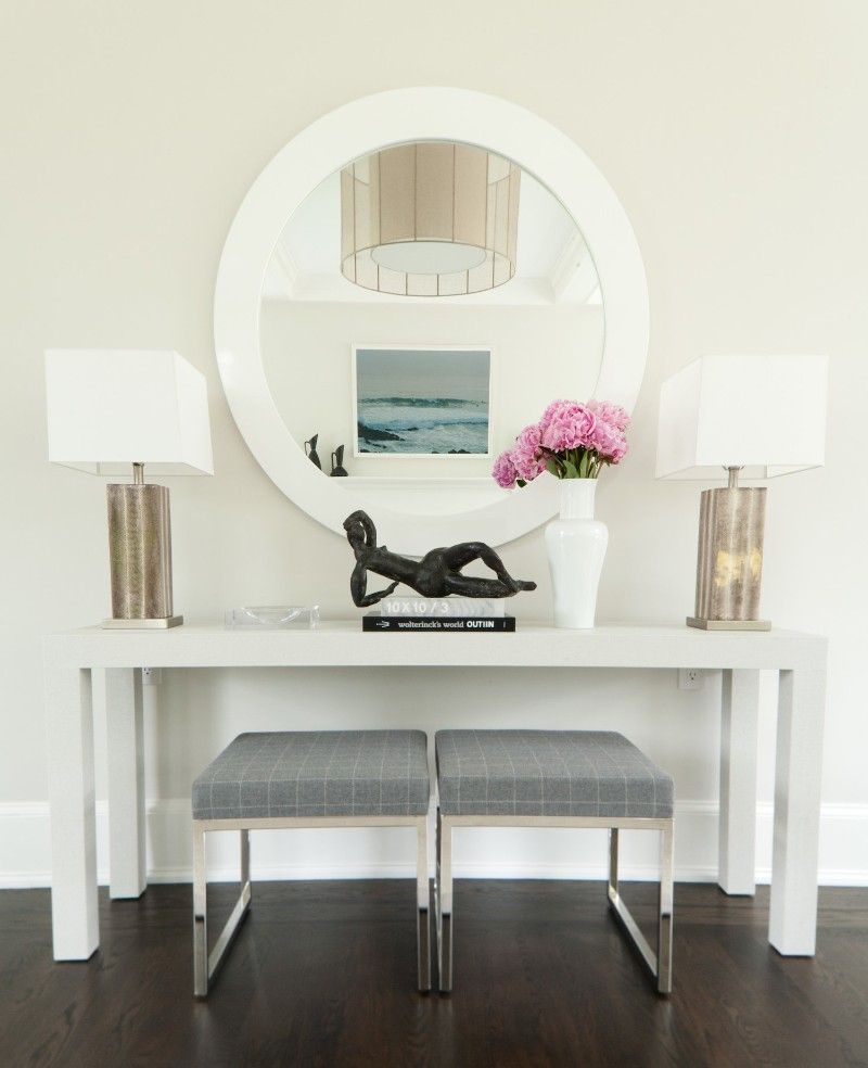benches Two Benches Below a Console Table: the Trend That You Need To Know Two Benches Below a Console Table the Trend That You Need To Know 10