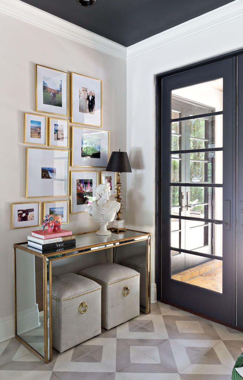 benches Two Benches Below a Console Table: the Trend That You Need To Know Two Benches Below a Console Table the Trend That You Need To Know 8
