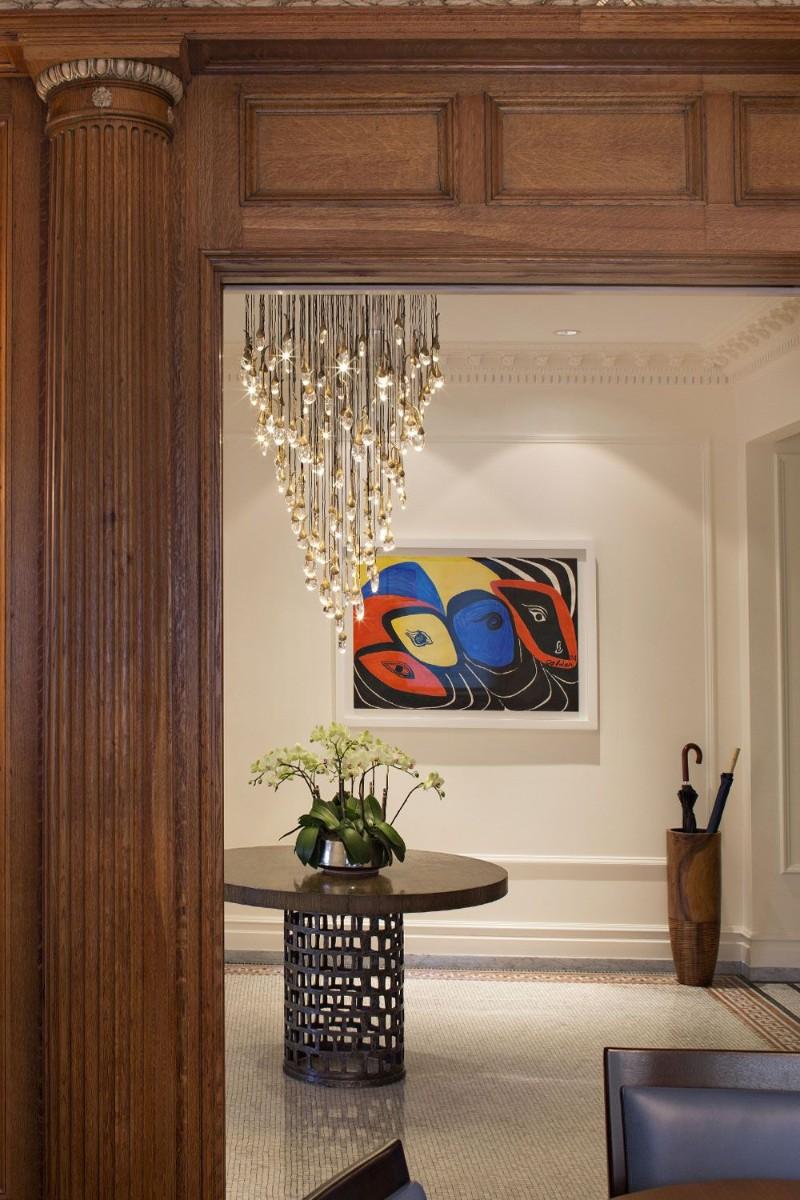 entryway decor ideas 10 Entryway Decor Ideas With Dramatic Lighting haver skolnick 1525111355