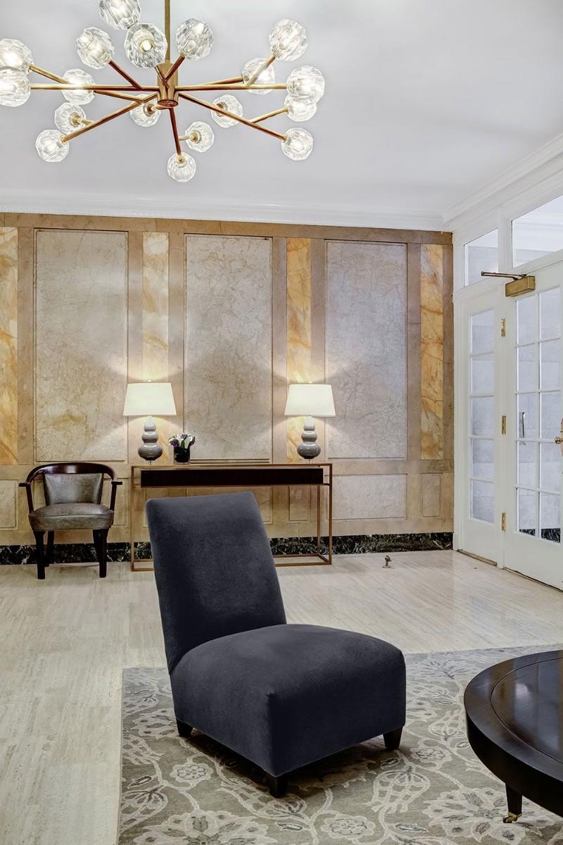 entryway decor ideas 10 Entryway Decor Ideas With Dramatic Lighting lauren balkan 1525111361