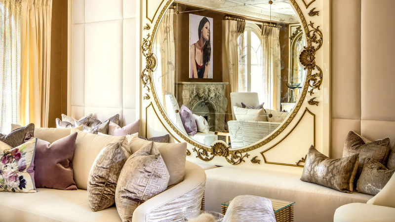 wall mirror wall mirror How a Wall Mirror Can Bring a Glamorous touch to Your Console Table pic1
