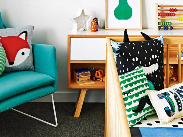 console table Style your Kids Bedroom with Console Tables COVER 2 600x449