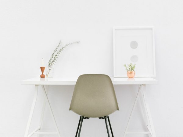 minimalist Minimalist Interior Designs with Striking Console Tables COVER 6 600x451