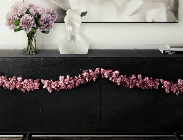 black console tables Black Console Tables and Sideboards For The Most Luxury Home Decor featured 9 600x460