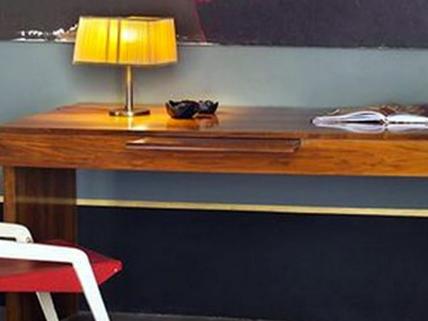 console tables 10 Exquisite Console Tables For Your Home Office zfeatured 2 600x449