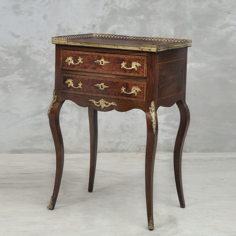 The Most Outstanding Consoles By Scarlet Splendour scarlet splendour The Most Outstanding Consoles By Scarlet Splendour 5909873da25a0 French walnut rosewood console table Louis XV XVI style drawers scarleteclectics wood brass bronze2