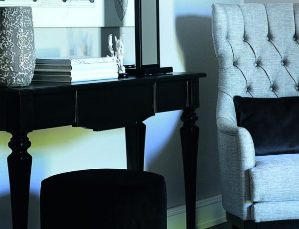 modern console table Modern Console Tables By Isabella Constantini featured2 600x460