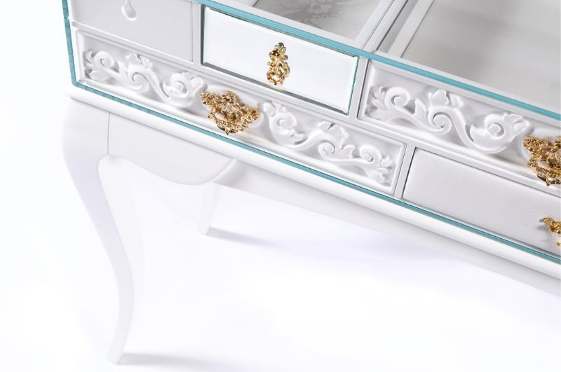 Look At These Striking Gold And White Console Table Designs (9) console table design Look At These Striking Gold And White Console Table Designs Look At These Striking Gold And White Console Table Designs 10